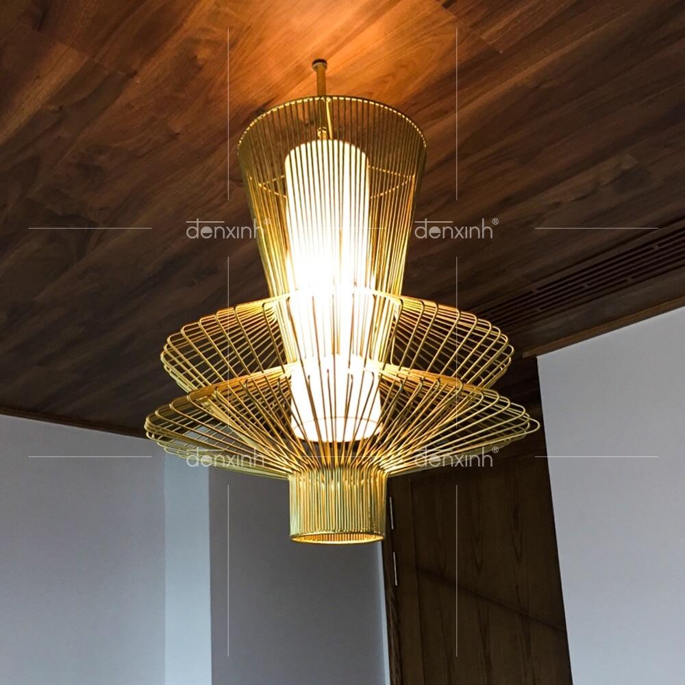 Mẫu đèn thả trang trí phòng bếp của Đèn Xinh với khung sắt và thiết kế 3 lồng độc đáo