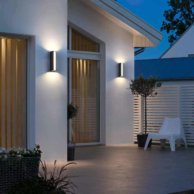 Dưới ánh sáng của chiếc đèn tường ngoài trời, bạn sẽ cảm thấy yên tâm hơn, tự tin hơn trong mỗi bước đi!