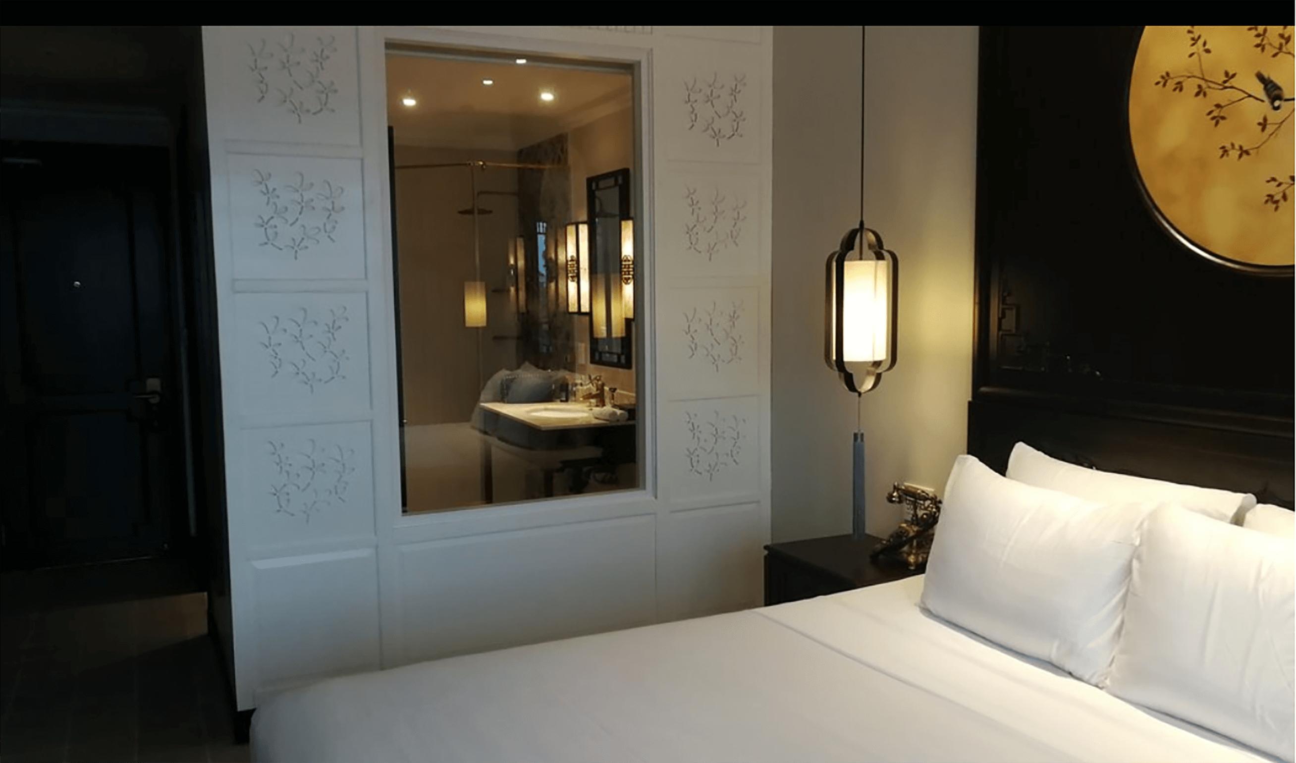 Đèn thả của Đèn Xinh với ánh sáng vàng giúp không gian phòng ngủ của dự án Laluna HA Room trở nên nhẹ nhàng hơn