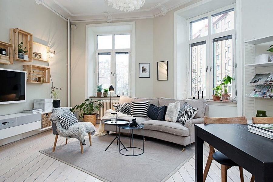 Với không gian phòng khách rộng lớn, bạn có thể tự do lựa chọn những mẫu đèn trang trí sao cho hài hòa, đẹp mắt