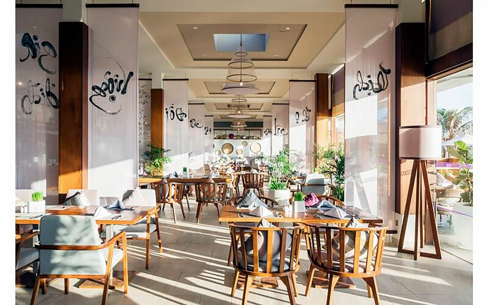 Đèn trang trí thiết kế bởi Đèn Xinh tạo phong cách cho Fusion resort Cam Ranh thêm phần tươi mới