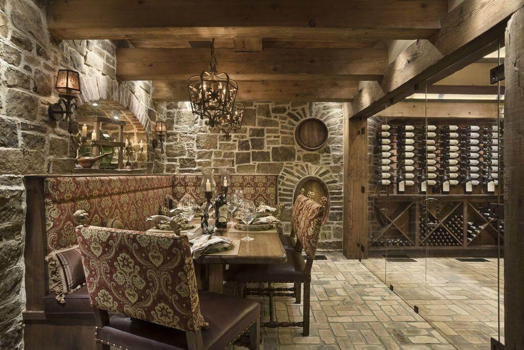 Với thiết kế đậm chất cổ điển, đèn tường đã mang đến vẻ đẹp sang trọng, tinh tế cho không gian bày rượu