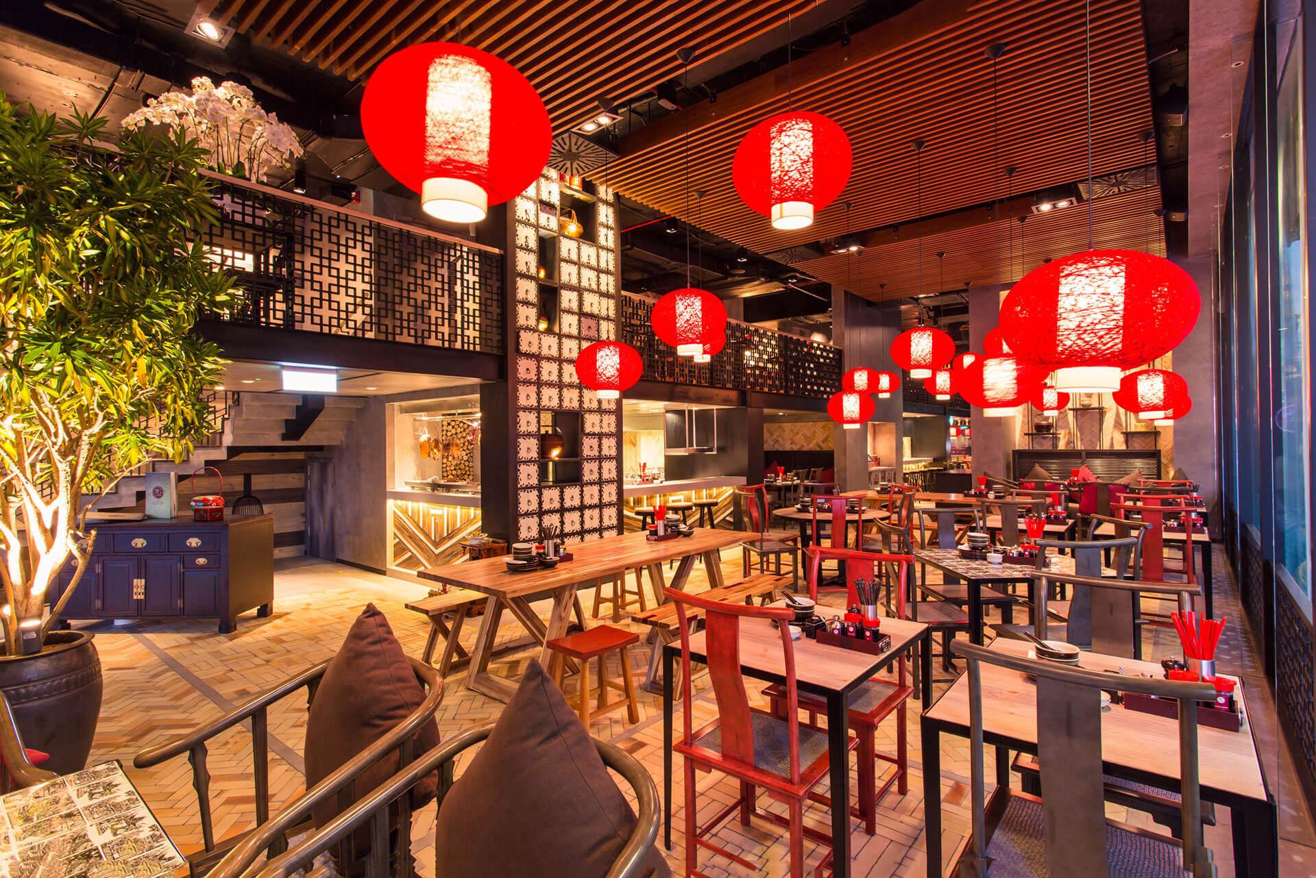 Công trình San Fu Lou được Đèn Xinh trang hoàng bằng những chiếc đèn thả màu đỏ đậm phong cách Trung Hoa
