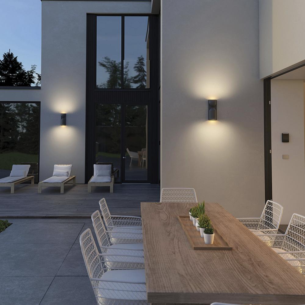 Cùng Đèn Xinh thư giãn dưới ánh sáng dịu nhẹ của những chiếc đèn tường ngoài trời nhé!