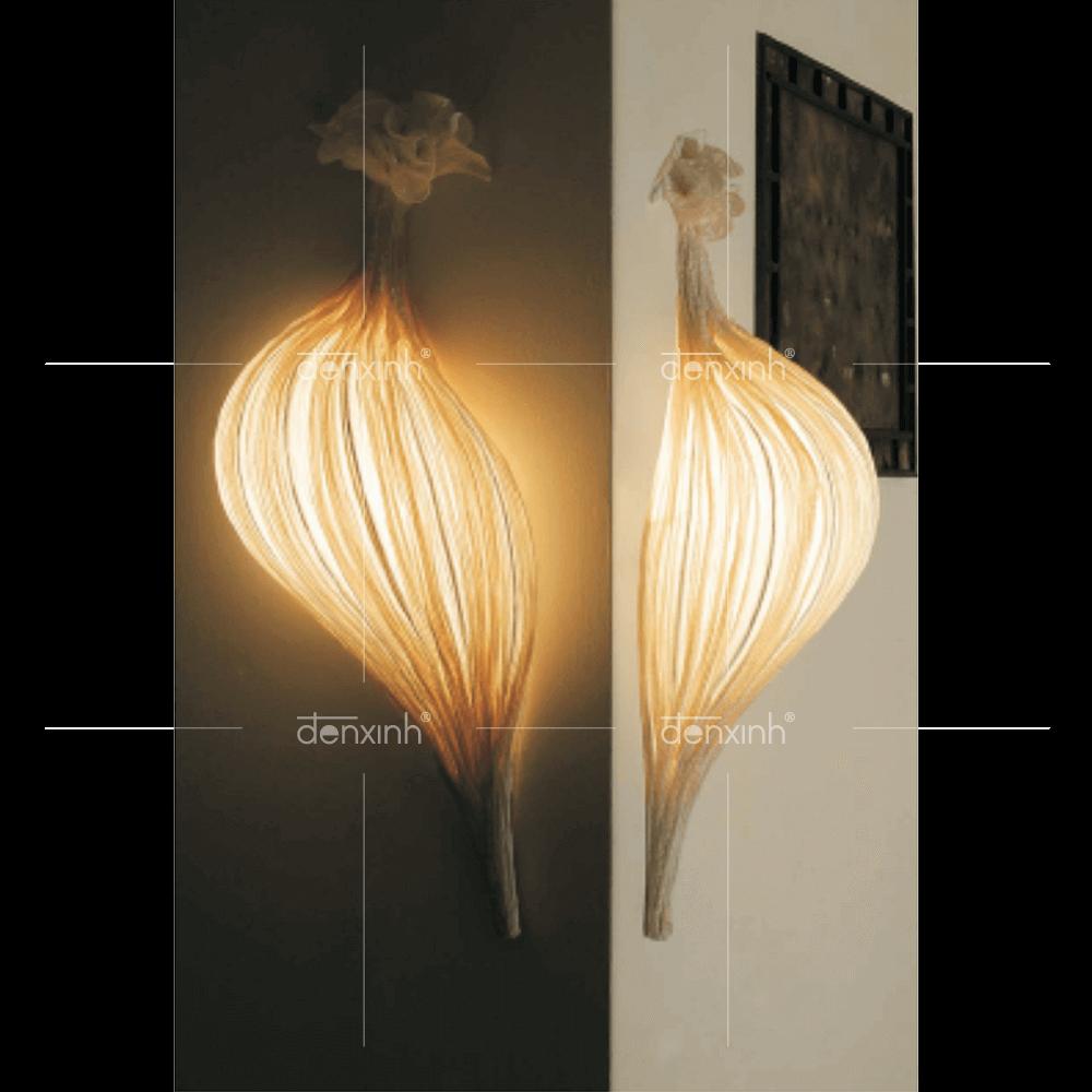 Sản phẩm  đèn áp tường hình sò nằm dọc thu hút của Đèn Xinh