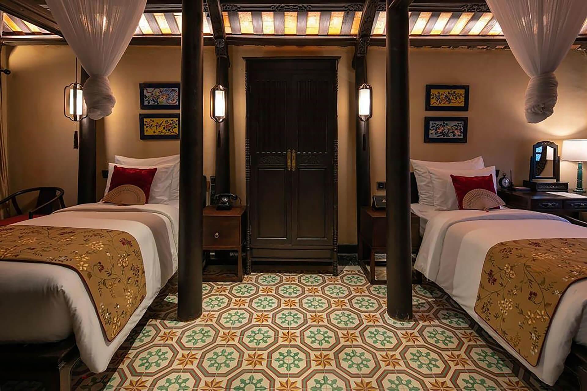 Đèn trang trí đầu giường làm sáng bừng không gian phòng ngủ ở Ancient Huế Garden Houses - Đèn Xinh