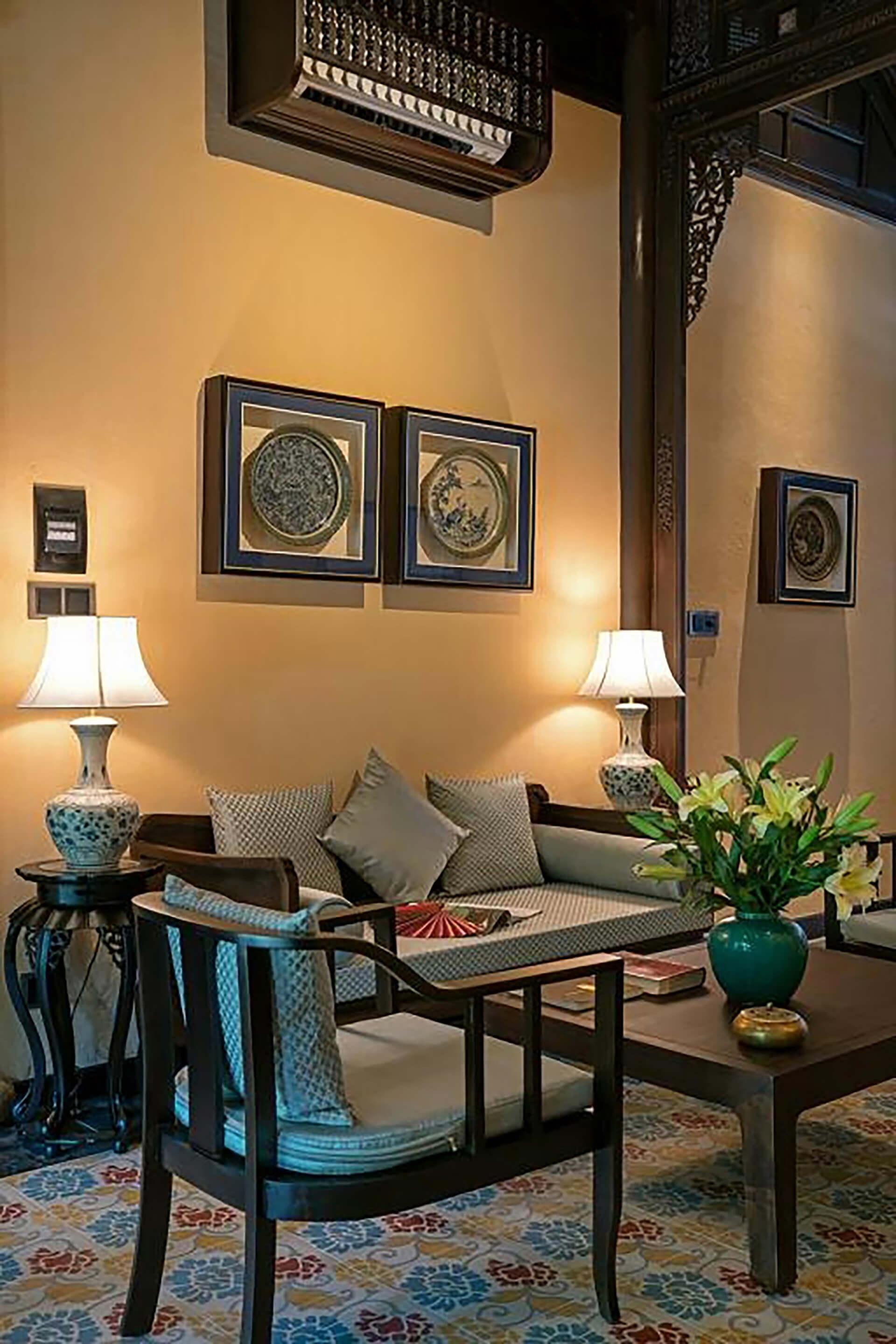 Đèn bàn cổ điển, hiện đại từ Đèn Xinh kiến tạo không gian cổ kính ở Huế Garden Houses