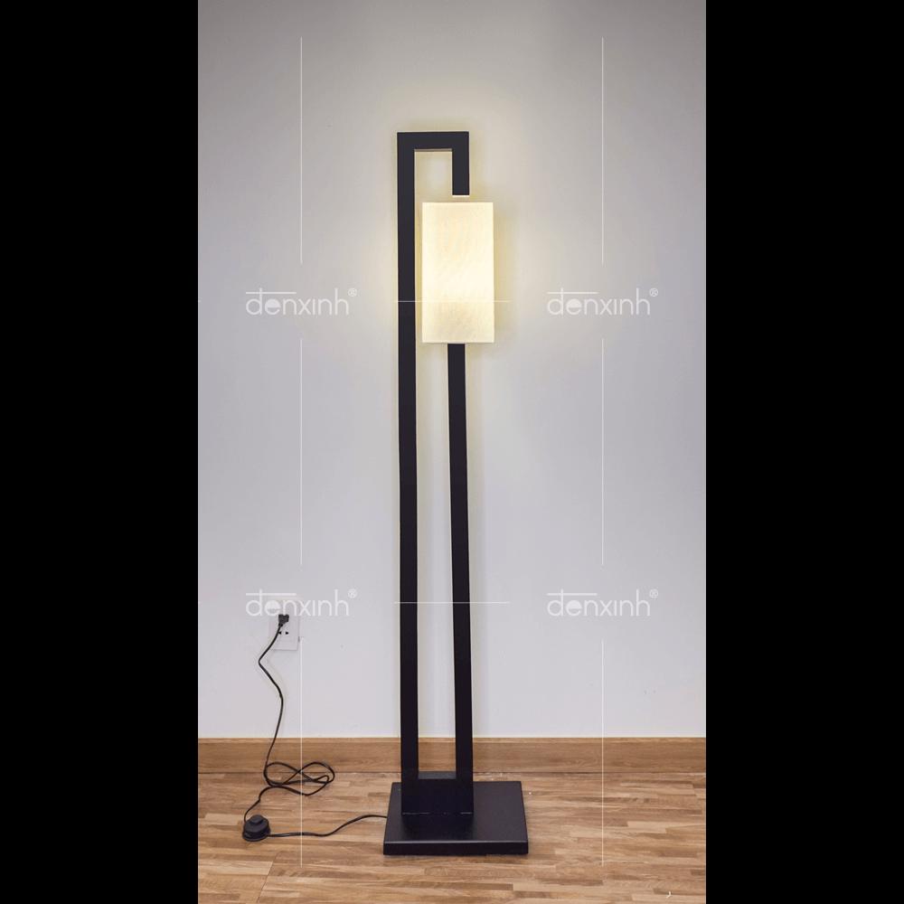 Với chiếc đèn đứng chân hai thanh gục đầu của Đèn Xinh, bạn có thể dễ dàng lắp đặt, di chuyển và bảo trì cũng khá đơn giản