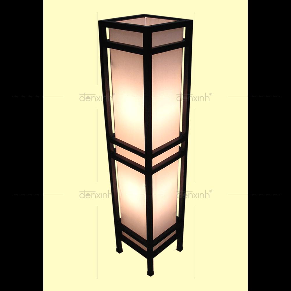 Thân đèn hình khối chữ nhật với chất liệu gỗ của đèn đứng DX Recly B