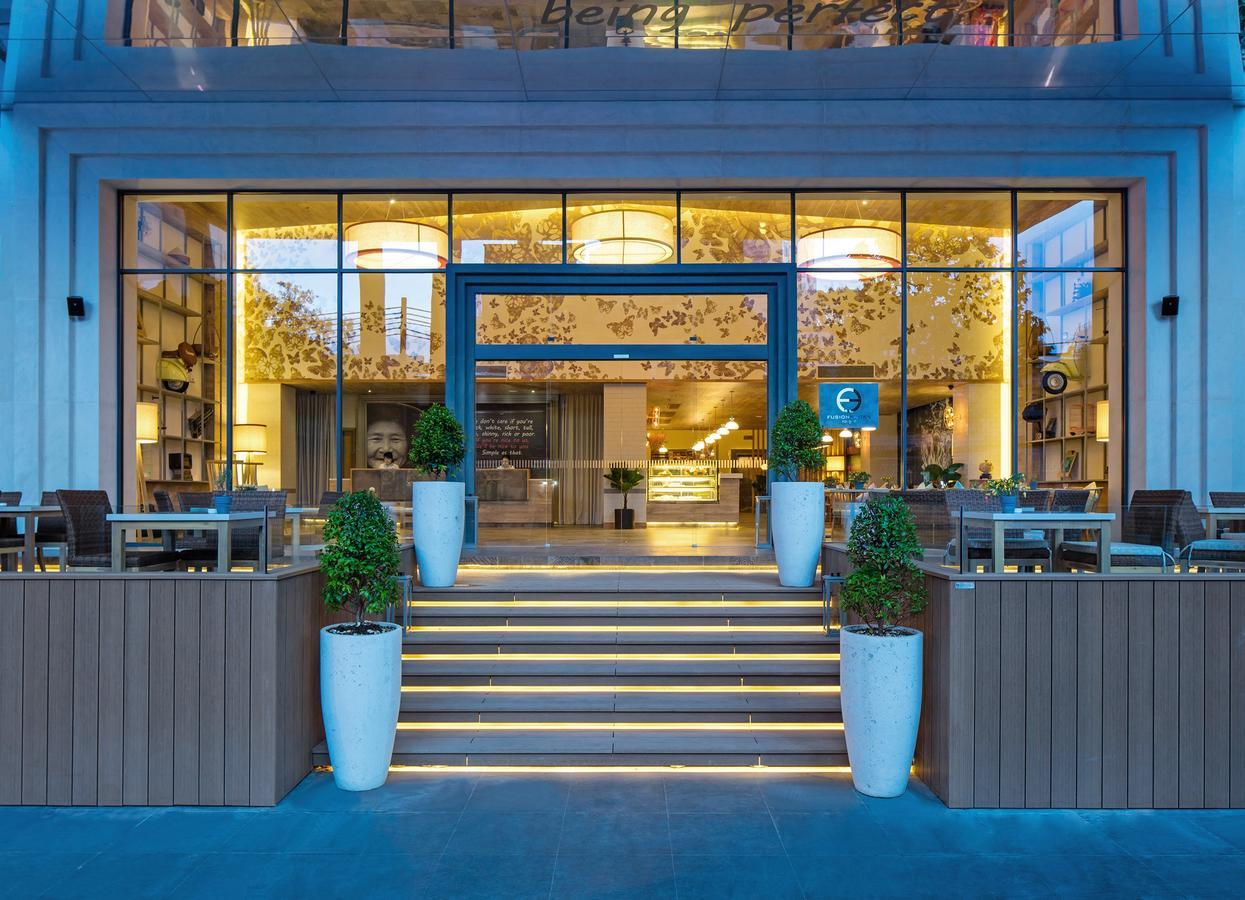 Ánh đèn trang trí quán làm nổi bật không gian quán FSSG gây sự thu hút cho thực khách