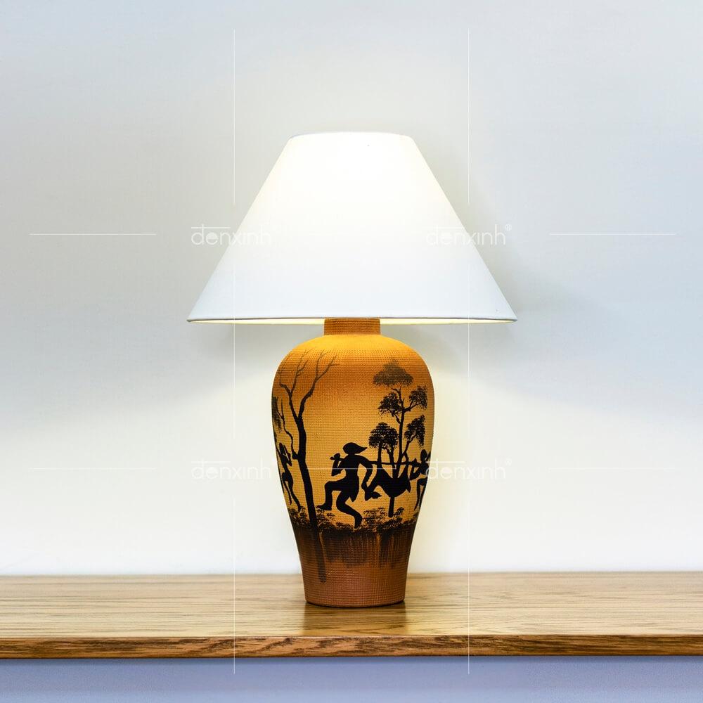 Đèn bàn bình gốm hoa văn dân tộc