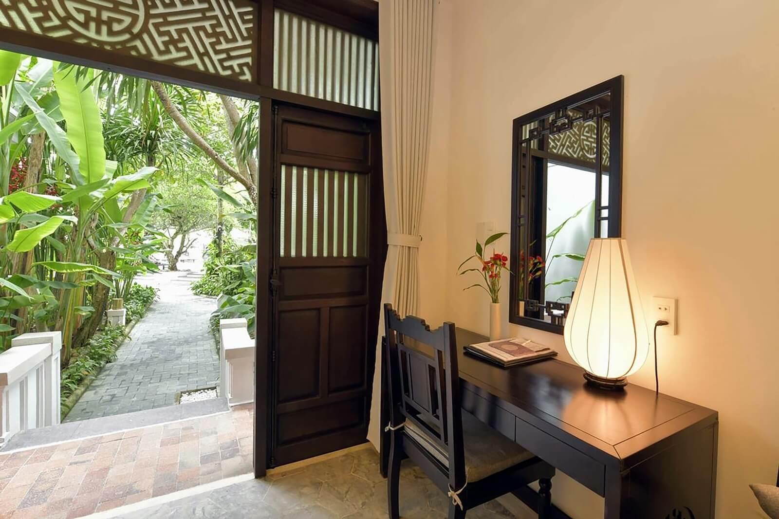 Đèn bàn của Đèn Xinh giúp dự án Hoi An Ancient House Resort thêm thu hút