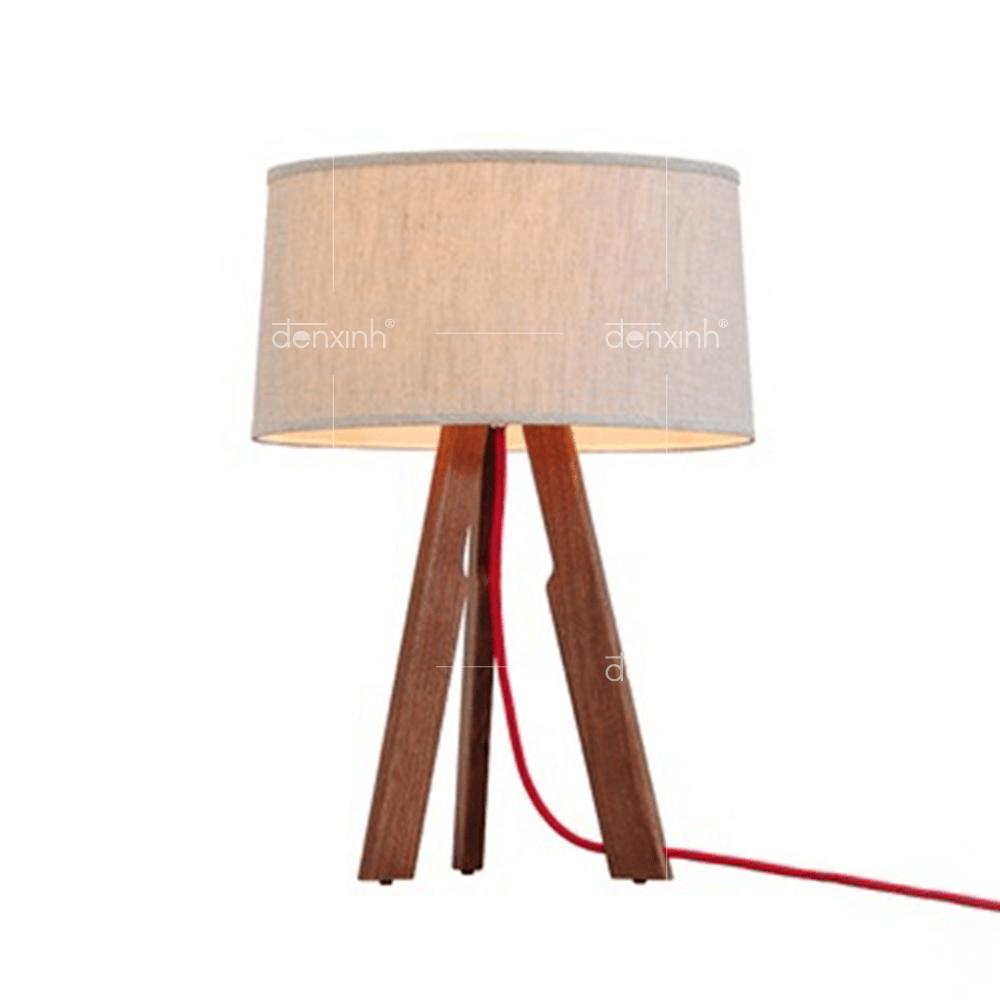 Đèn bàn đế gỗ 3 chân đều