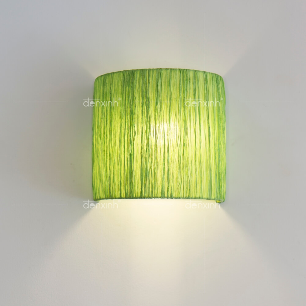 Đèn áp tường bán nguyệt lụa nhăn của Đèn Xinh là một trong những loại đèn trang trí cầu thang hiện đại nhất