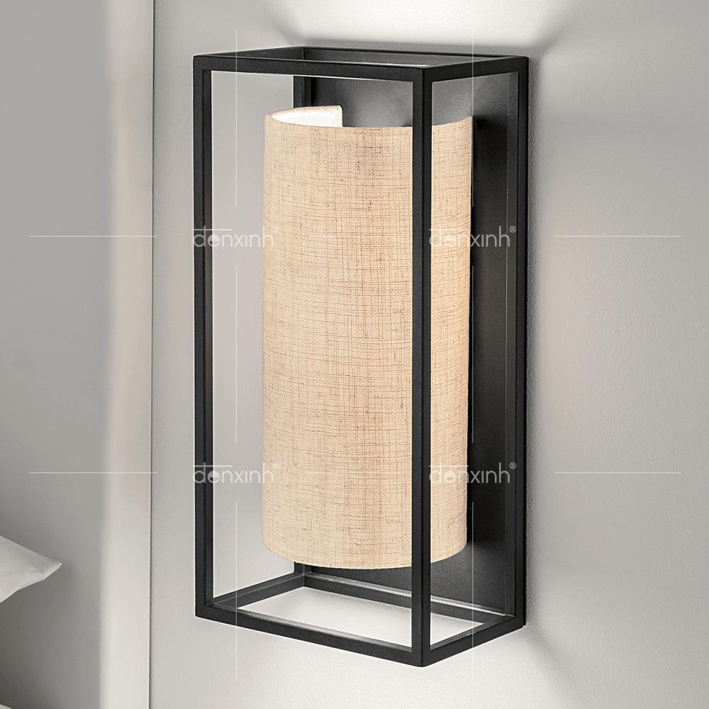 Đèn áp tường hộp chữ nhật lồng bán nguyệt của Đèn Xinh được thiết kế bằng kim loại tốt, chất liệu vải bền bỉ giúp bạn sử dụng được lâu hơn