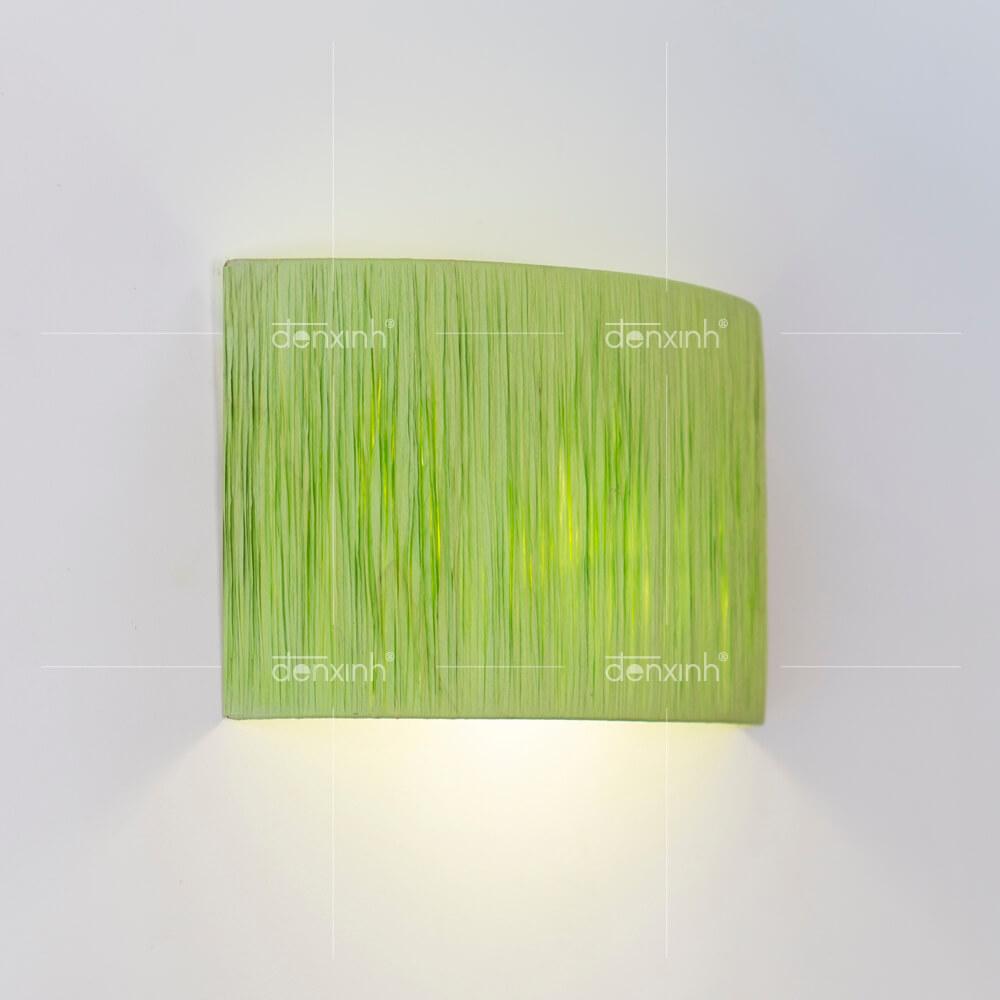 Đèn áp tường bán nguyệt lụa nhăn của Đèn Xinh giúp không gian phòng tắm trở nên thanh lịch hơn